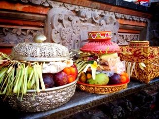 Bali Temple Ceremony © Nicole Geils